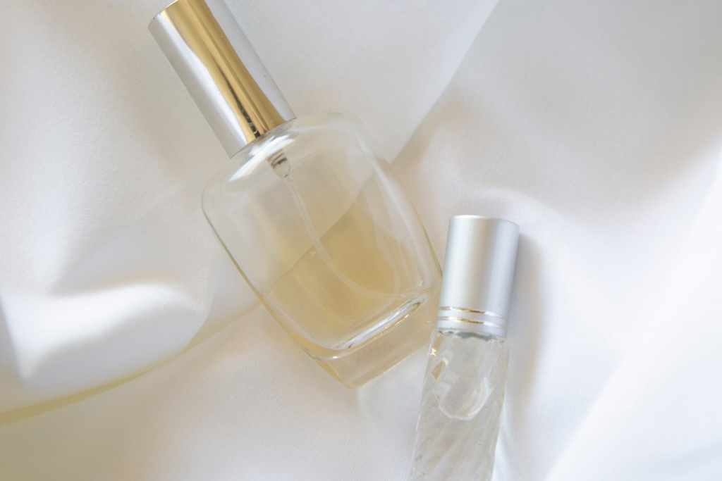 How to make a simple perfume at home