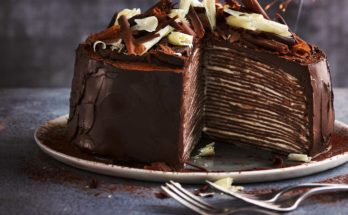 How to make chocolate crepe cake at home