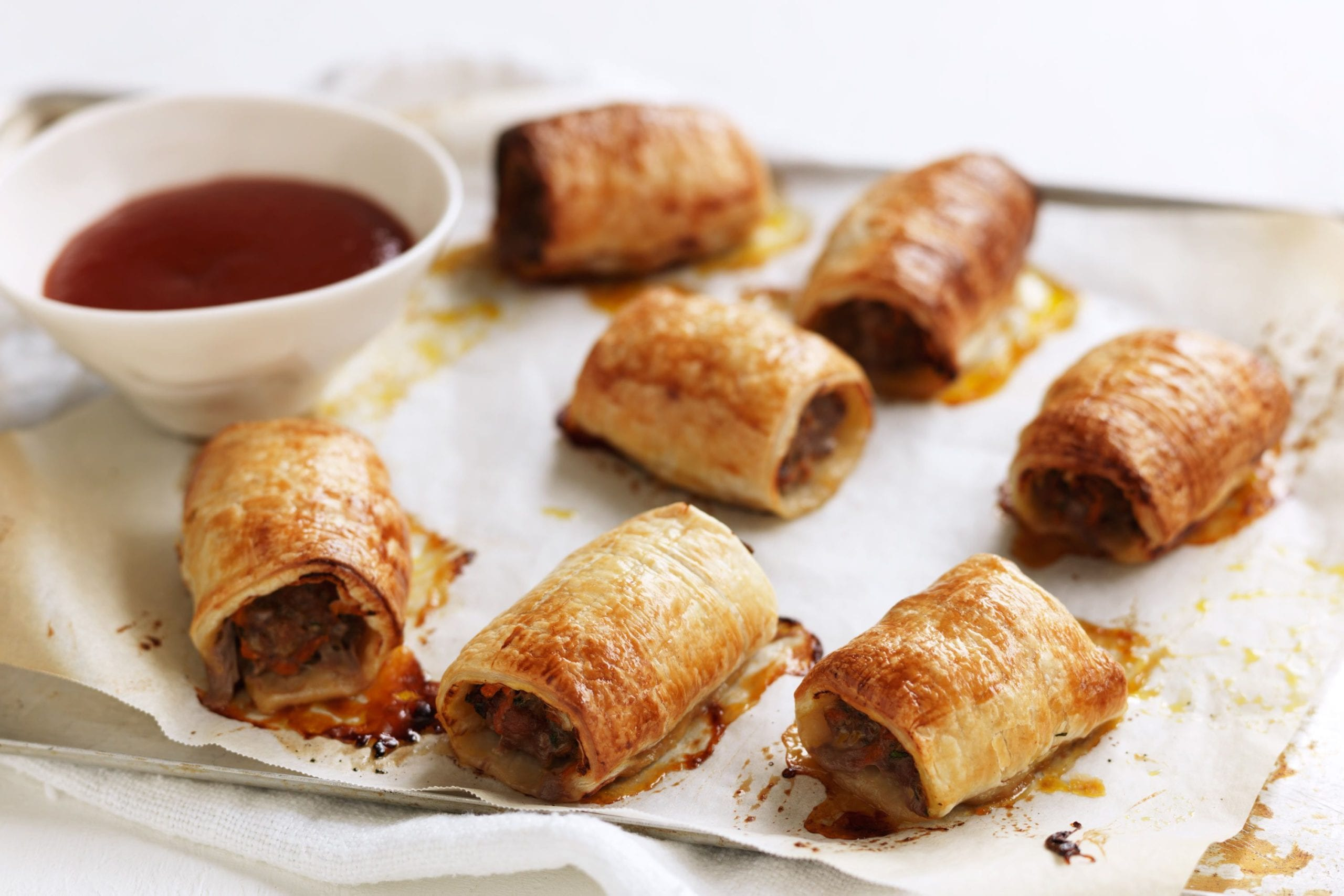 How to make easy sausage rolls at home