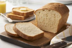 How to bake bread at home easily